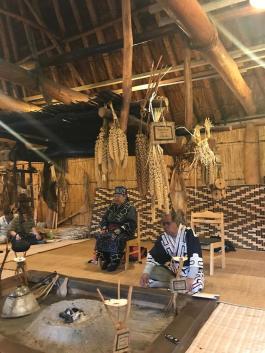 Encontro de anciões ainus em Nibutani